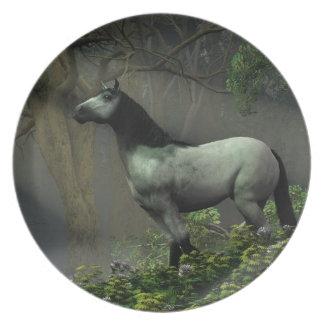 Vildhäst i skogen dinner plate