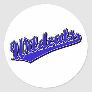 Vildkatter skrivar logotypen i blått runt klistermärke