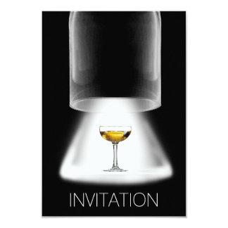Vin som testar inbjudan för Coctail partyVip