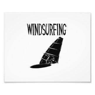 vindsurfar den svart textsporten för surfingen v2 fototryck