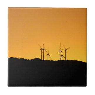 Vindturbiner på solnedgången kakelplatta