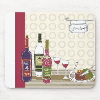 Vinflaskor med wineglasses på bord musmatta