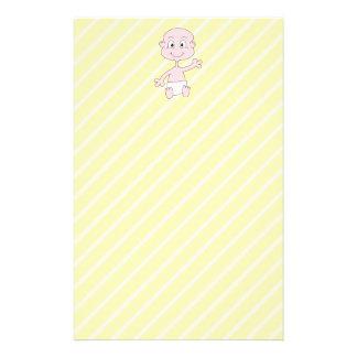 Vinka den gulliga babyen, på gula stripes. flygblad designs