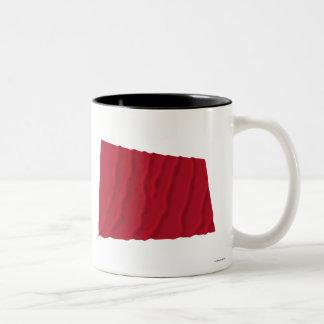 Vinka flagga av Alabama de röda roversna Två-Tonad Mugg