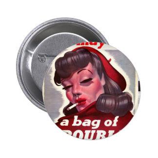 """Vintage """"är hon maj en hänga lös av besvärar """", standard knapp rund 5.7 cm"""