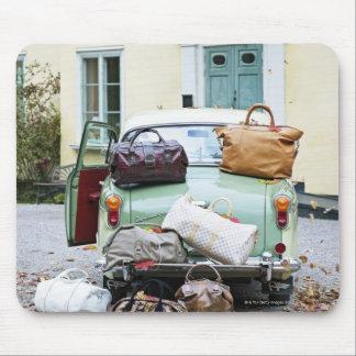 Vintage car med raddabagage musmatta