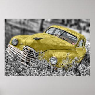 vintage car som överges i fältgultaffisch print