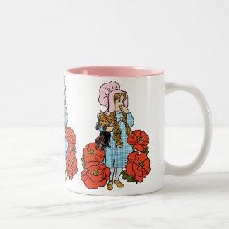 Vintage Wizard of Oz, Dorothy, röda vallmoblommor Två-Tonad Mugg
