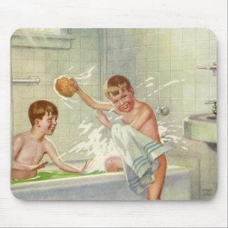 Vintagebarn, pojkebröder som in plaskar, badar musmatta