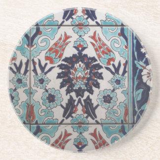 Vintageblått- och vitottomanen belägger med tegel  underlägg sandsten