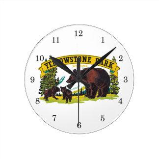 Vintagebruntbjörnar i den Yellowstone Rund Klocka