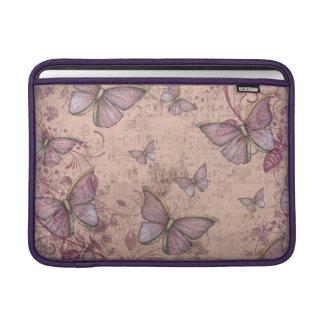 Vintagefjärilsdesignen skuggar in av rosor MacBook sleeve