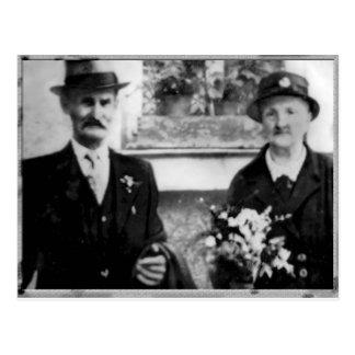 Vintagefoto med morföräldrarna vykort