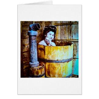 VintageGeishabadningen i trä badar i gammala Japan Hälsningskort