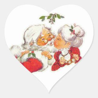 Vintagejul Santa som kysser Fru Claus Hjärtformat Klistermärke