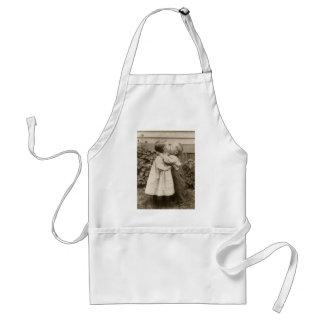 Vintagekärlekromantik, barn som kysser, första förkläde