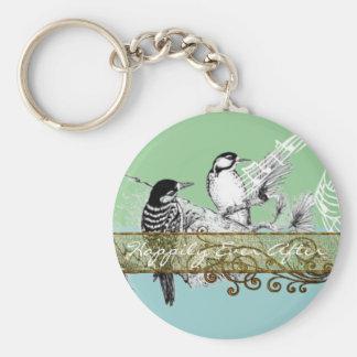 Vintagelove birds som gifta sig inbjudan rund nyckelring