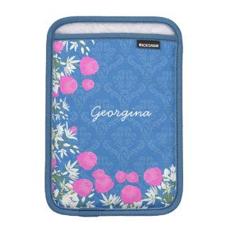 Vintagerosan och vit blommar med damast på blått iPad mini sleeve