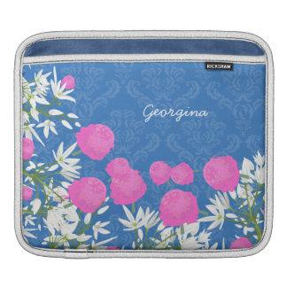 Vintagerosan och vit blommar med damast på blått iPad sleeve