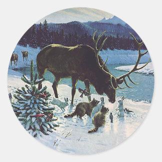 Vintageskogvarelser och älg i vintersnö runt klistermärke