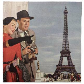 Vintageturister som reser i det Paris Eiffel torn Tygservett