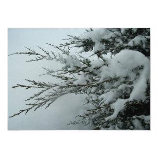Vintergrönt träd för vinterbröllop med snö 12,7 x 17,8 cm inbjudningskort