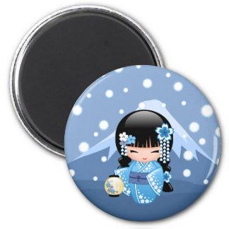 VinterKokeshi docka - flicka för blåttbergGeisha Magnet