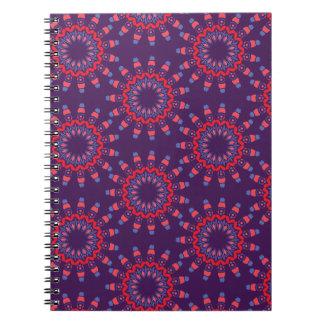 Violett mönster för moderna stads- hjärtor anteckningsbok med spiral