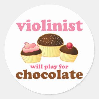 Violinist ska lek för choklad rund klistermärke