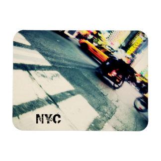 Vippad på abstrakt för NYC gata Magnet