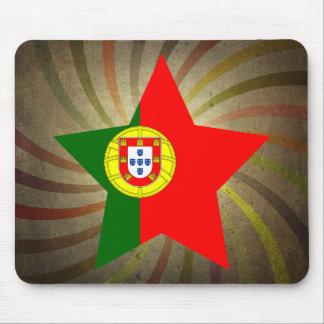 Virvlar runt den portugisiska flagga för vintage musmatta
