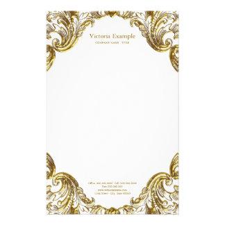 Virvlar runt utsmyckat guld för eleganten brevpapper