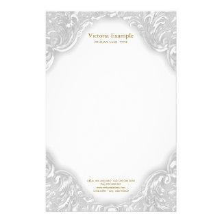 Virvlar runt utsmyckat vitguld för eleganten brevpapper