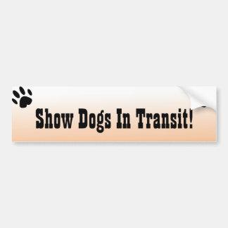 Visa att hundar genomreser in bildekalet bildekal