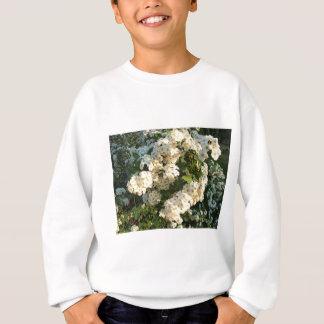 Vit blommar på en buske på parkera t shirts