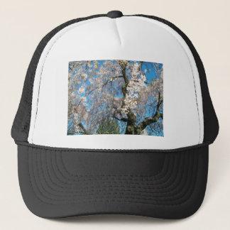 Vit blommarträd truckerkeps