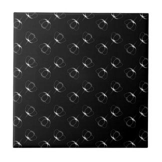 vit på svart buttercup kakelplatta