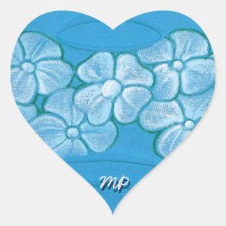 Vitblommor räcker målat på rivit sönder tyg hjärtformat klistermärke