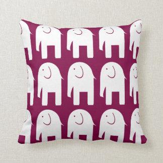 Vitelefanter på Burgundy Kudde
