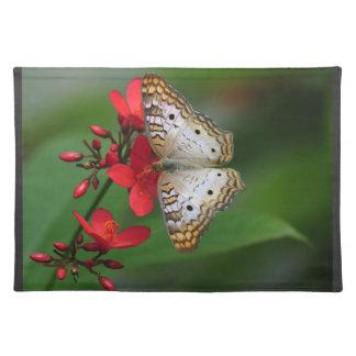Vitfjäril på röda blommor bordstablett