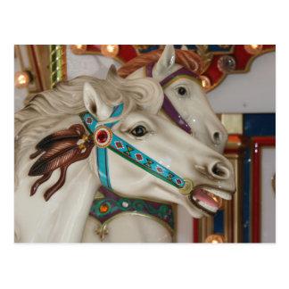 Vitkarusellhäst med blåtttygelbilden vykort