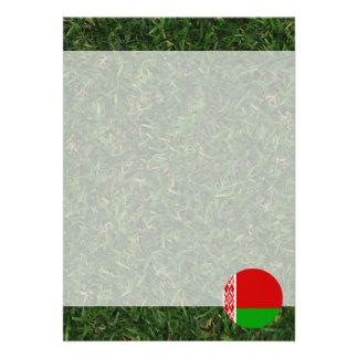 Vitryssland flagga på gräs 12,7 x 17,8 cm inbjudningskort