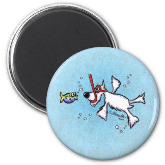 VitSchnauzer som Snorkeling under blåtthavet Magnet