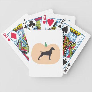 Vizsla hund Halloween som leker kort Spelkort