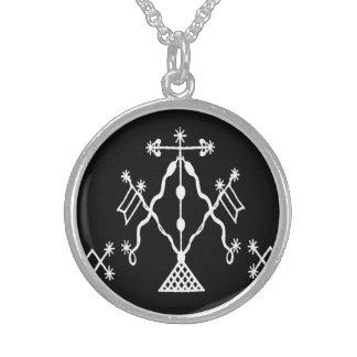 VooDou stam- dekor Halsband Med Rund Hängsmycke