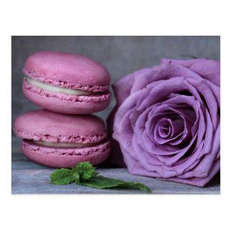 Vykort för bakelse för rosa Macarons lilaro fransk