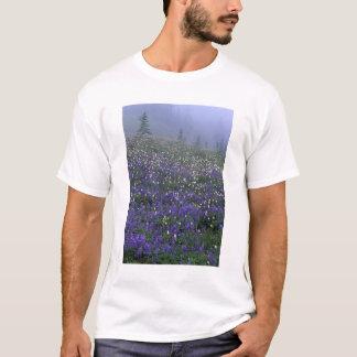 WA-, Mount Rainier NP, lupine- och Bistortäng Tee Shirt