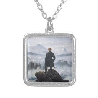 Wandereren ovanför havet av dimma av Caspar David Silverpläterat Halsband