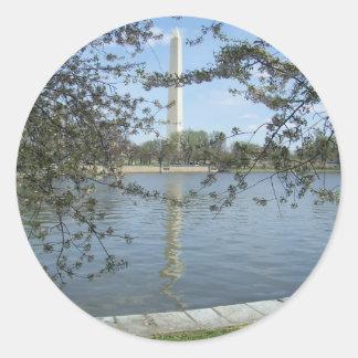 Washington monument i vår runt klistermärke