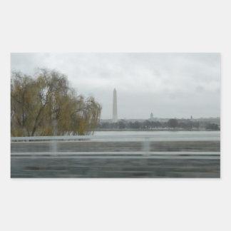 Washington monument över floden rektangulärt klistermärke